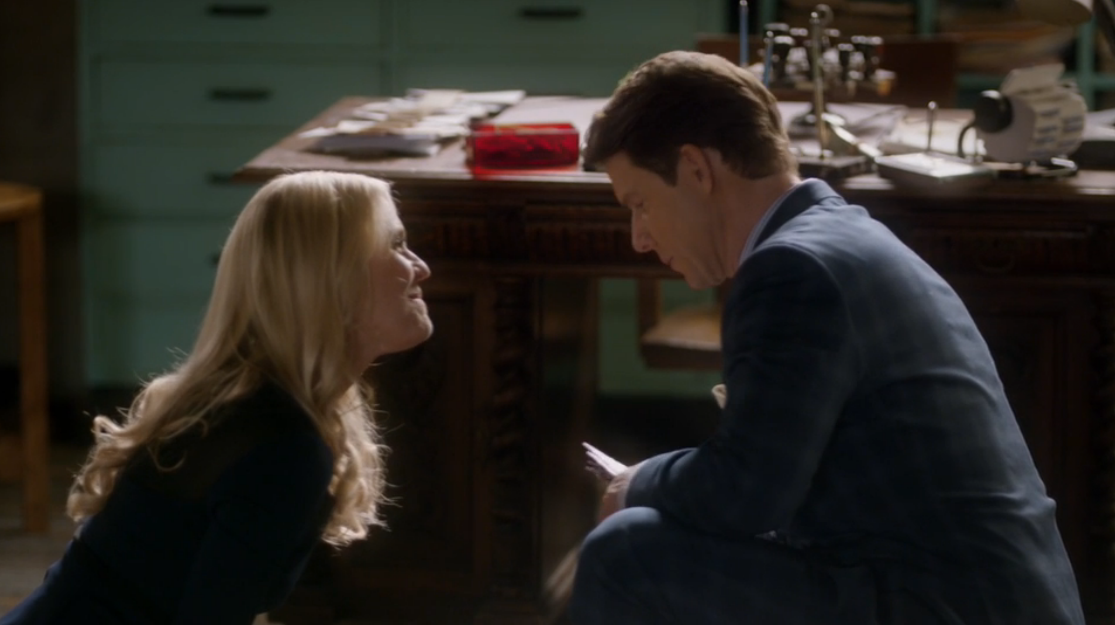Kristin Booth as Shane McInerney and Eric Mabius as Oliver O'Toole in Signed, Sealed, Delivered: Higher Ground.