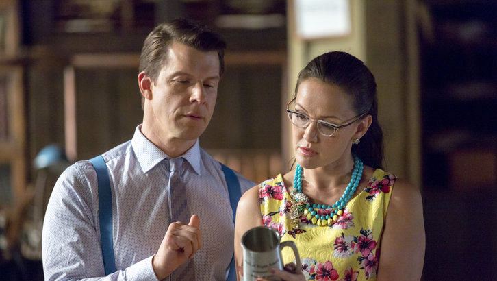 Eric Mabius as Oliver and Crystal Lowe as Rita in Signed, Sealed, Delivered: One In A Million