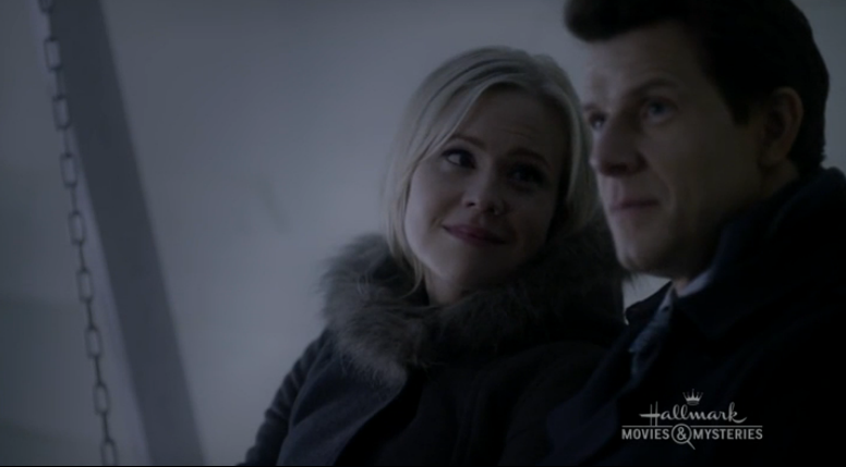 Kristin Booth as Shane McInerney and Eric Mabius as Oliver O'Toole in Signed, Sealed, Delivered: From Paris With Love